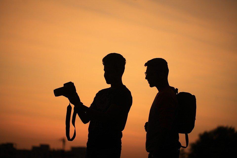 Link da imagem: https://pixabay.com/pt/p%C3%B4r-do-sol-noite-reino-unido-1777352/