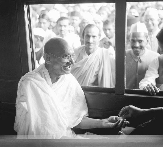 a-vida-historia-e-fotografias-do-lendario-mahatma-gandhi-Blog-eMania-2-02-10