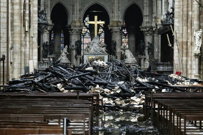 confira-fotos-devastadoras-do-incendio-na-catedral-de-notre-dame-Blog-eMania-17-04