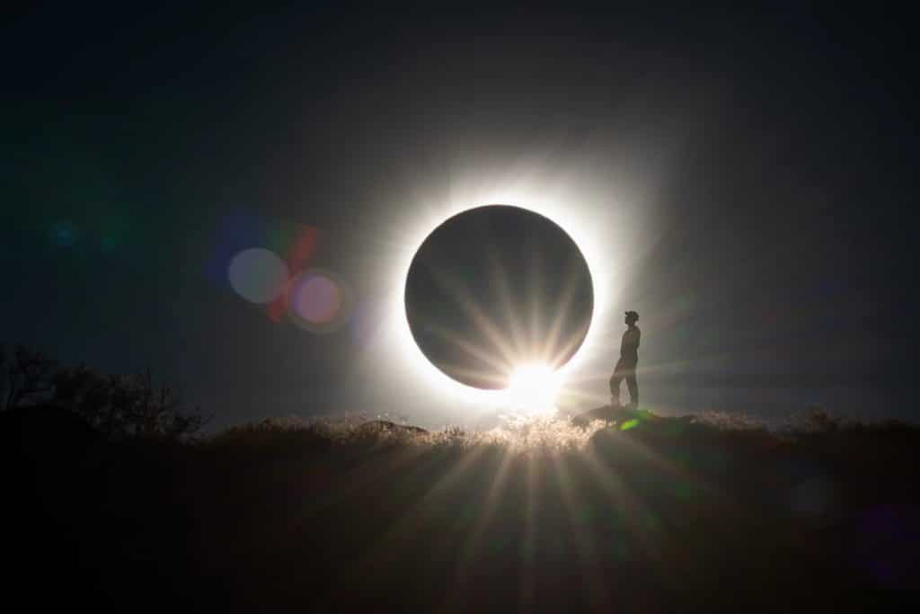 fotografo-capta-imagem-incrivel-do-eclipse-solar-no-chile-Blog-eMania-1-03-07