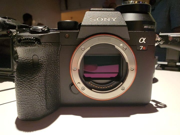 sony-lanca-camera-full-frame-com-recorde-em-resolucao-Blog-eMania-17-07